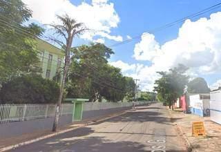 À esquerda, condomínio que foi invadido pelo suspeito. (Foto: Reprodução/Google Maps)