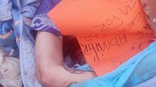 """Corpo encontrado ontem e cartaz deixado pelo """"Crime"""", no grupo de extermínio. (Foto: Direto das Ruas)"""