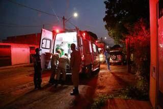 Criança foi socorrida por equipes do Corpo de Bombeiros e Samu (Serviço de Atendimento Móvel de Urgência). (Foto: Kísie Ainoã)