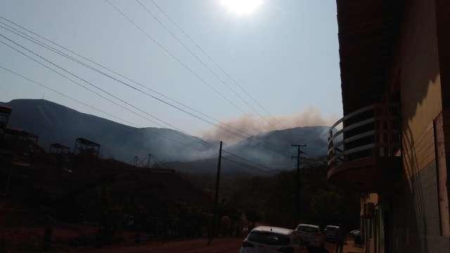 Novo foco de incêndio no Pantanal leva bombeiros ao distrito de Porto Esperança