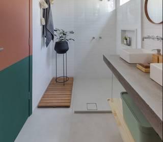 Banheiro tem porcelanato Munari (59x118,2cm), da Eliane. (Foto: Reprodução site www.leroymerlin.com.br)