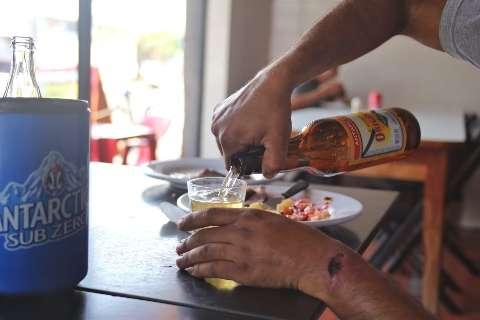 Com reajuste da cerveja, indique onde ainda dá para beber barato