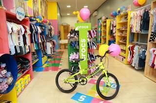 Bicicleta Colli é surpresa especial que será entregue na casa da criança sorteada. (Foto: Kísie Ainoã)