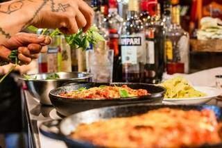 Boteco italiano encanta com os pratos, bebidas e decoração exclusiva. (Foto: Kísie Ainoã)