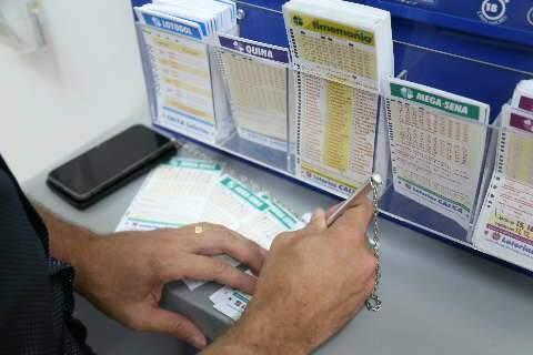 """Sortudo do DF acerta a """"Mega"""" e quina paga R$ 39 mil para 3 apostas de MS"""