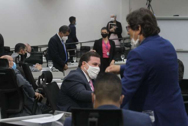 Vereadores analisam pedido de prefeito para remanejar R$ 44 milhões