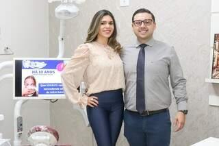Fernado Jaime Cavalli e a esposa Andrea Floro, proprietários da CliniDent. (Foto: Henrique Kawaminami)