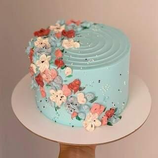 Uma das principais docerias da cidade também leva o DDD no nome: a Cake67.