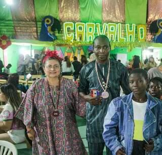Família da Nigéria aproveitou o evento para conhecer a Vila Carvalho. (Foto: Marcos Maluf)