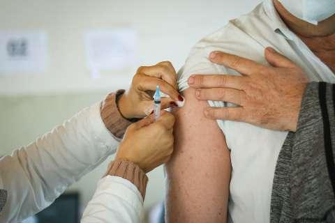 Capital só vacina contra a covid à tarde nesta 4ª