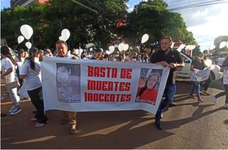 Protesto pede paz após chacina em Pedro Juan Caballero, que é polo de cursos de Medicina. (Foto: Rádio Império)
