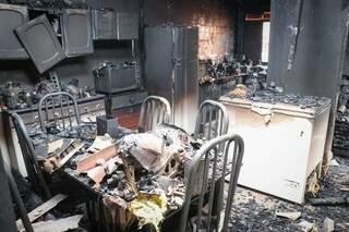 Casa foi destruída após explosão de Skate elétrico no dia 9 de Outubro. (Foto: Henrique Kawaminami)