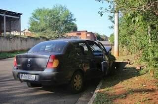 Carro será levado para a Derf (Delegacia Especializada de Repressão a Roubos e Furtos) (Foto: Paulo Francis)
