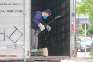 Caminhão com eletrônicos coletados no drive-thru da CAC (Central de Atendimento ao Cidadão), na manhã de hoje (Foto: Marcos Maluf)