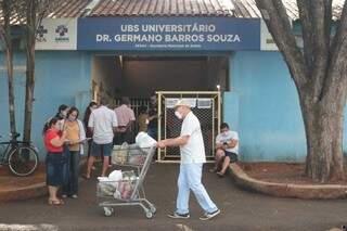 Entrada de uma UBS, na Capital, que tem aplicado vacina e exame para a covid. (Foto: Marcos Maluf)