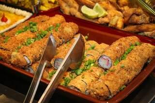 Aos sábados, Festival do Sushi continua sendo o maior sucesso. (Foto: Henrique Kawaminami)