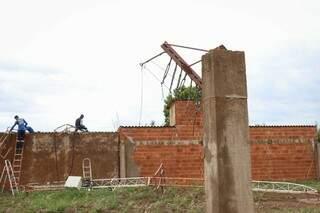 Estrututa onde ficava antes ficou totalmente retorcida. (Foto: Henrique Kawaminami)