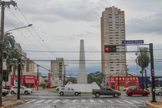 Monumento do Obelisco tem nove metros de altura. (Foto: Marcos Maluf)