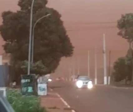 """""""Dia virou noite"""": imagens mostram tempestade de areia em cidades de MS"""