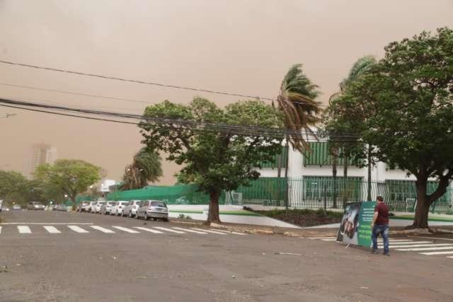 Tempestade deixa 4 mil imóveis sem energia