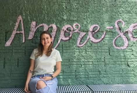 Aos 18 anos, Maria abriu a casa de sucos que sonhava ter desde criança
