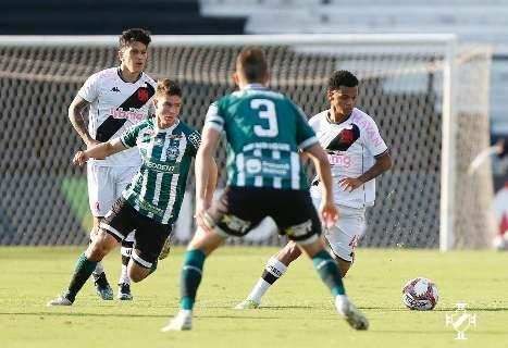 Com gols de Cano e Nenê, Vasco faz 2 a 1 sobre o Coritiba