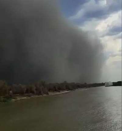 Vídeos mostram tempestade que virou barco-hotel e momentos após naufrágio