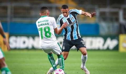 """Depois de quatro rodadas sem vencer, Grêmio """"bate"""" o Juventude por 3 a 2"""