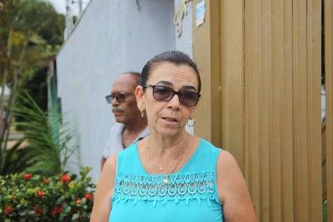 Desde sexta-feira sem luz, o jeito é dormir às 19h, diz moradora no Santa Luzia