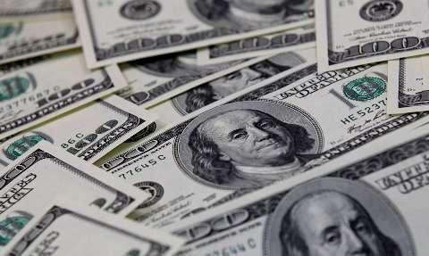 Dólar volta a fechar acima de R$ 5,50 com tensões no exterior
