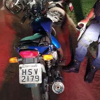 Homem vê blitz e abandona moto com mais de R$ 105 mil em multas
