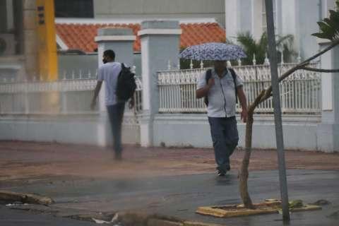 Instituto renova alerta de chuva intensa para 28 cidades de MS