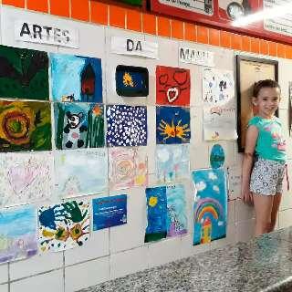 Com 7 anos, Manu teve ideia de vender arte na lanchonete dos avós