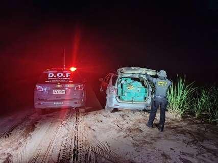 Traficante abandona camionete carregada com maconha em canavial