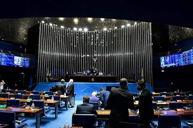 """Senado aprova projeto que pune quem divulga """"rachas"""" na internet"""