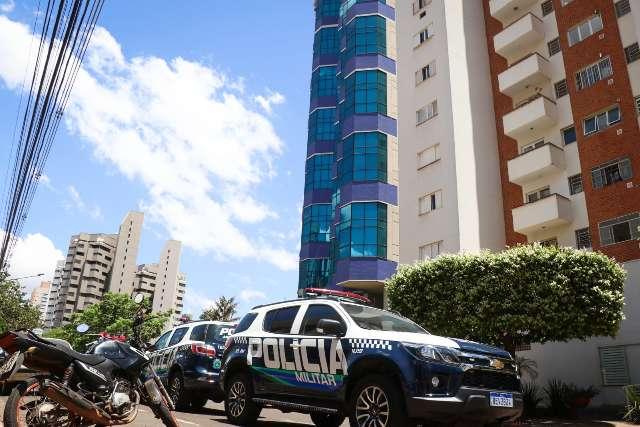 Janela de hotel ameaça desabar e rua da região central é fechada