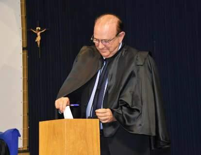 TJ derruba condenação por improbidade contra conselheiro do TCE