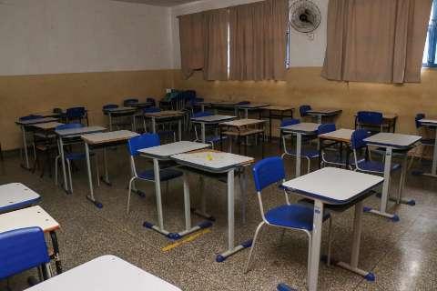 """Leitores até concordam em obrigar exame, mas rebatem: """"por que só professores?"""""""