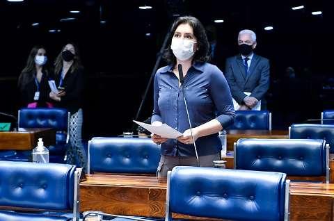 Simone cobra derrubada do veto à distribuição de absorventes