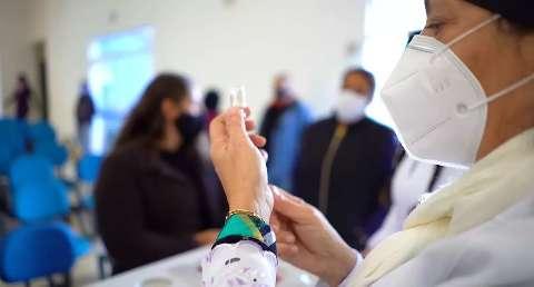 Vacinação na fronteira reduziu em 90% a chance de pessoas morrerem de covid