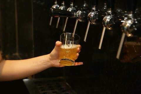 """Sem medo da """"rixa"""", cuiabanos abrem cervejaria em Campo Grande"""