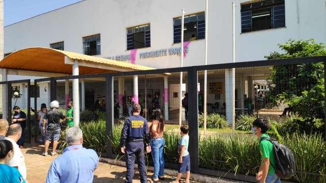 Mensagem sobre massacre viraliza entre alunos e causa pânico em escola