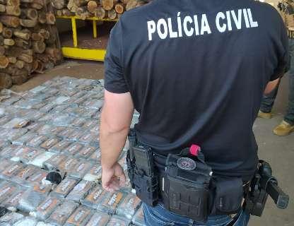 Polícia destrói cocaína apreendida após queda de helicóptero