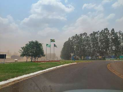 Fortes ventos levantam nuvem de poeira na região de Amambai e Caarapó