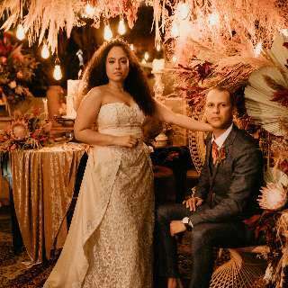 Com trilha de Game of Thrones e reino, casal teve cerimônia medieval