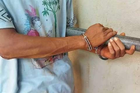 Quatro pessoas invadem casa, tentam sequestrar criança e homem é preso
