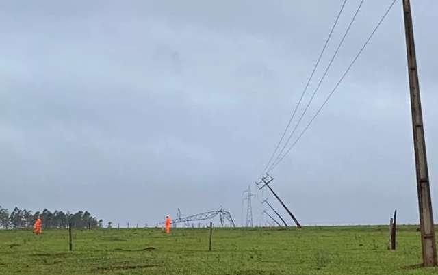 Temporal derrubou sete torres de transmissão e Ponta Porã segue no escuro