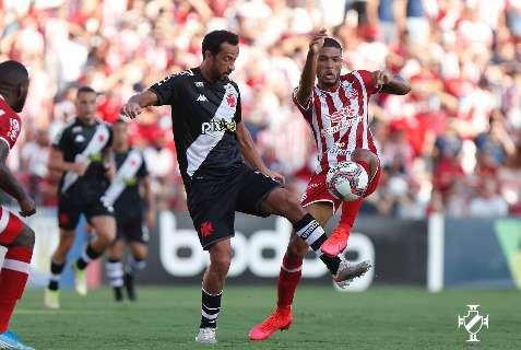 Vasco sai na frente, abre 2 a 0 no placar, mas cede o empate para o Náutico