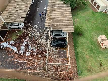 Chuva com ventania destrói parte de telhado de garagem no Monte Castelo