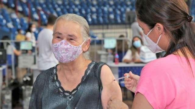 Capital abre 39 locais para vacinação contra covid nesta segunda